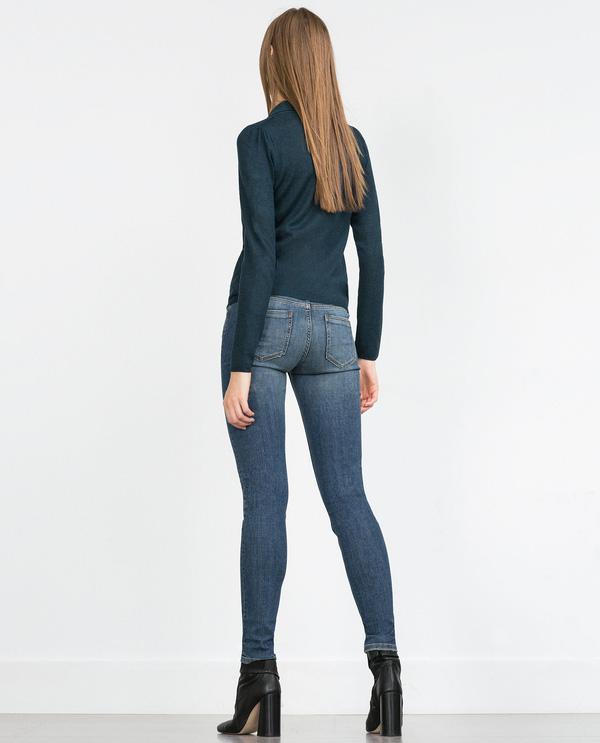 """Chiếc quần không quá cơ bản nhờ chi tiết rách nhẹ cùng thiết kế nhấn thêm  túi to bản ở phía sau giúp tôn thêm số đo cho cả những vòng 3 """" ..."""
