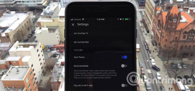 Cách kích hoạt Dark Theme trên YouTube cho iPhone