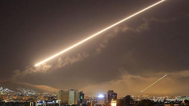 Phòng không Syria đánh trả quyết liệt tên lửa Mỹ và đồng minh hôm 14/04.
