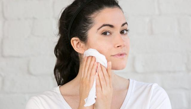 Sử dụng khăn bông lau mặt – thói quen phản chủ mà bạn không hề biết